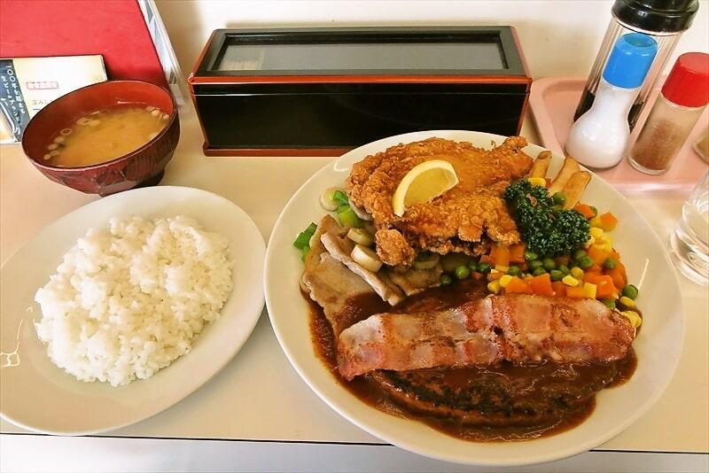 """函館旅行グルメ『グリル 塩豚』肉の三銃士!""""8(ハチ)ランチ""""を食べてみた"""
