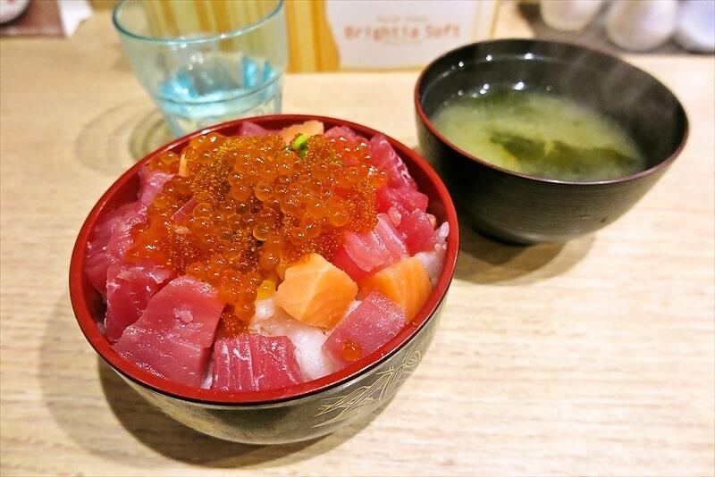 函館旅行グルメ『居酒屋 HAKOYA』日替わり丼的な海鮮丼600円が神