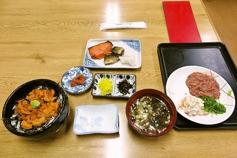 """函館旅行グルメ『すずや食堂』生うに丼に""""おかずハーフバイキング""""で!"""