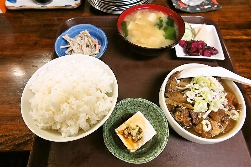 六角橋『お食事処 ふじや』牛モツ煮定食どうでしょう?