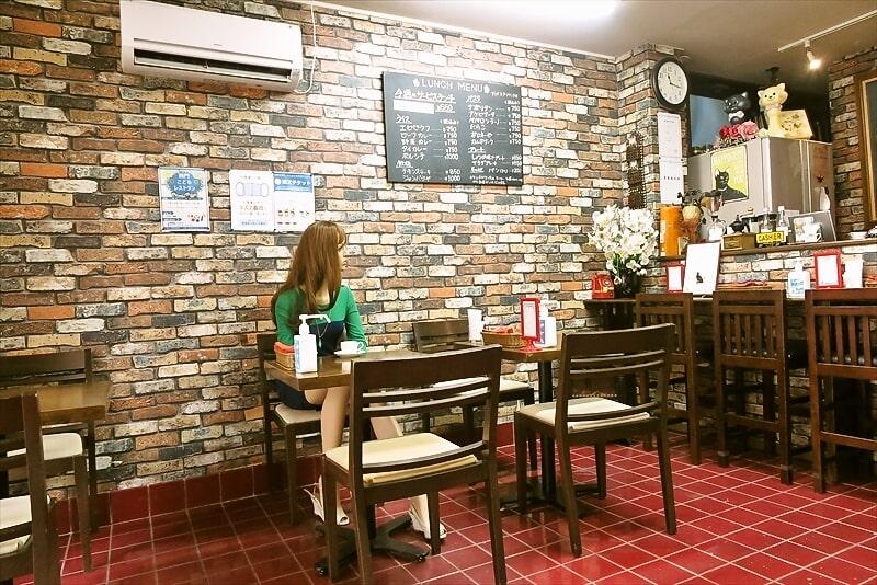喫茶室ノスタルジーテーブル席