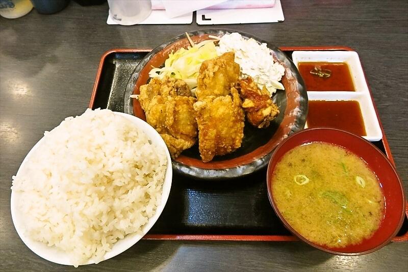 『郎郎郎 橋本店』唐揚げ定食ライス&タルタルソースをマシマシで!