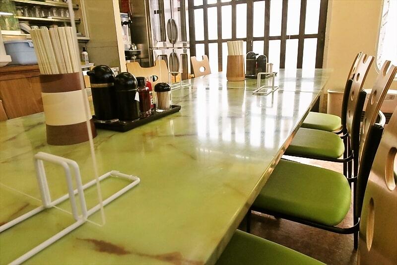 よしの食堂テーブル