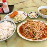 相模原『よしの食堂』肉もやしのピリ辛炒めとコロッケの定食
