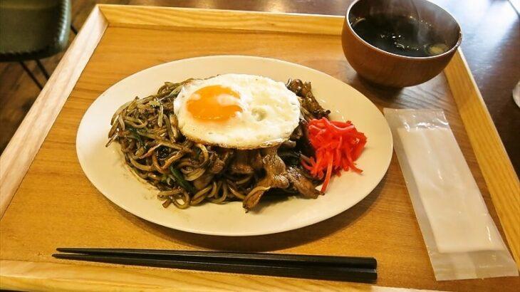 町田『カツオスタンド』ランチに黒焼きそばを食べてみた!