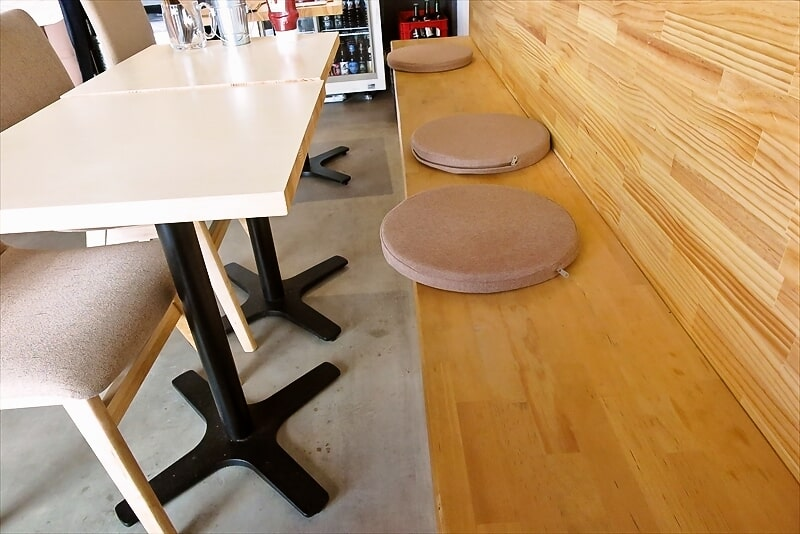 e-burgersテーブル席