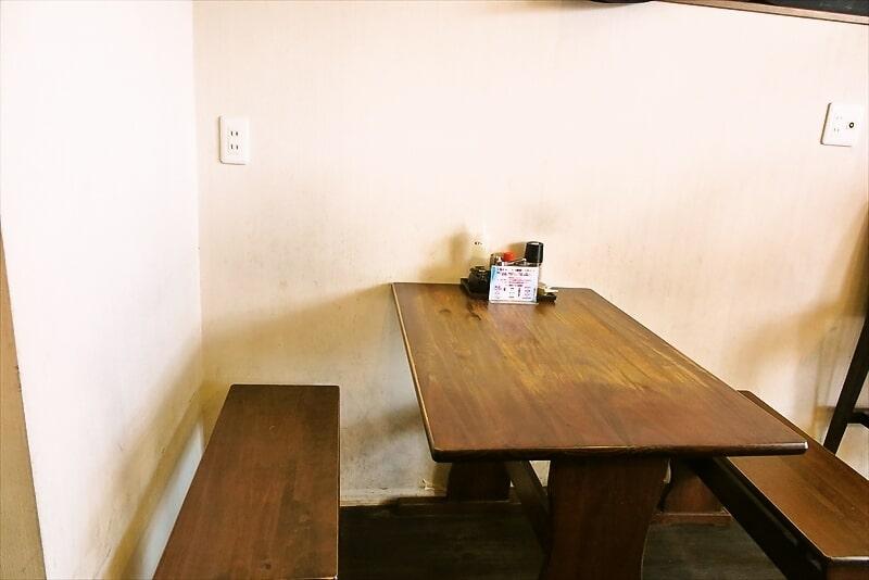 麺屋蓮花テーブル席