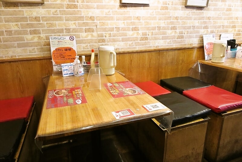 『梵カレー』テーブル席