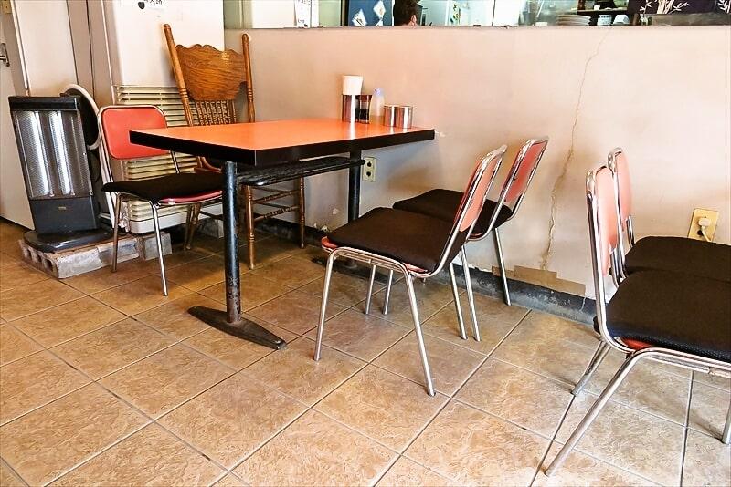『熊大路』テーブル席