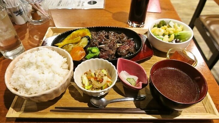 『LOTUS』(ロータス)ランチのステーキランチ(1.5倍)を食す!@八王子