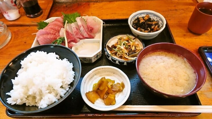 """『魚がし』ランチで""""まぐろ・かんぱち刺身定食""""800円@淵野辺"""