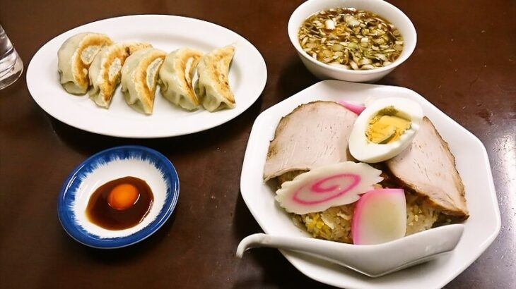 『中華料理つるや食堂』五目の主張が激しい五目チャーハン&餃子