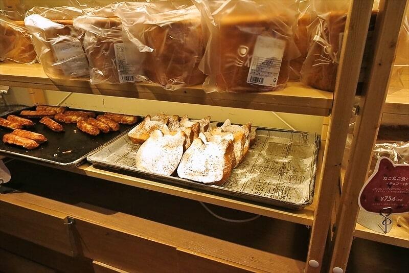 『アンティーク町田店』ねこねこ食パン1