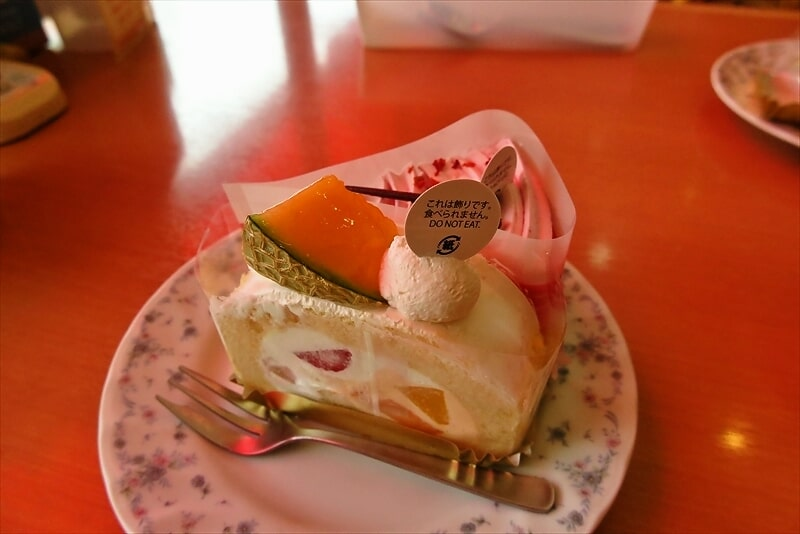 『不二家』熊本県産クインシーメロンとフルーツのロール1