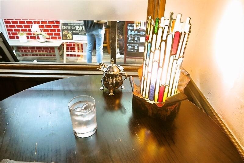 『珈琲 文明』テーブル