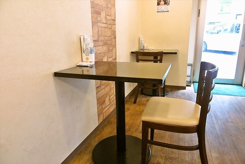 『プレーザンス』テーブル席