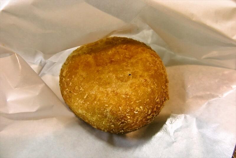 セブンイレブン『お店で揚げたコロッケパン』3