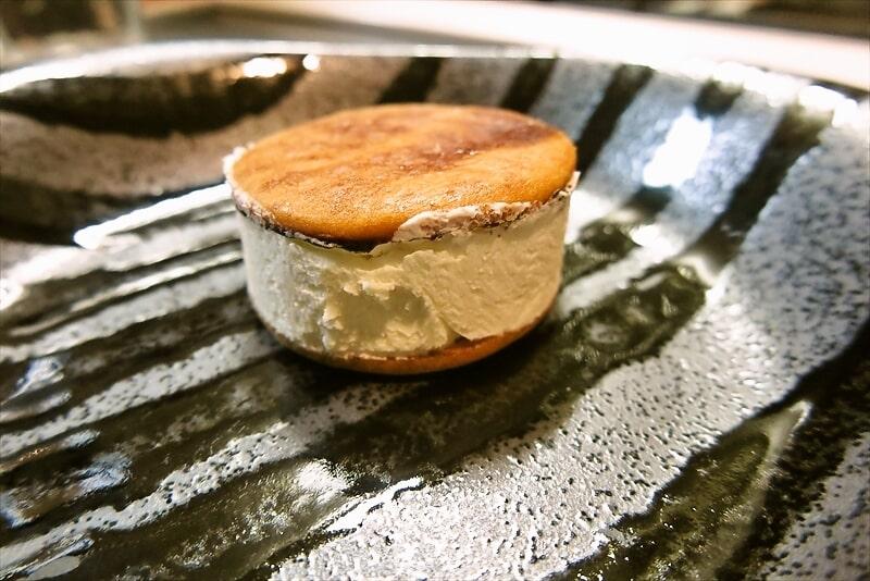 ファミマ『バタービスケットサンド チーズ』7