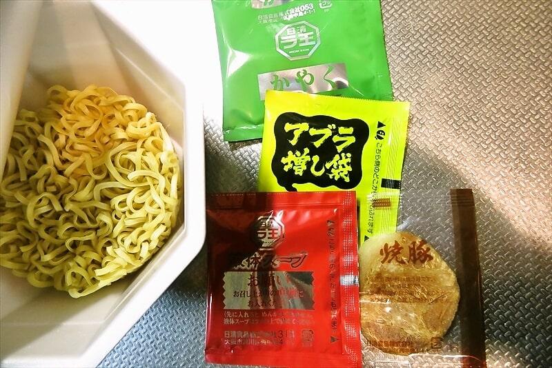 『日清 辛豚ラ王』5